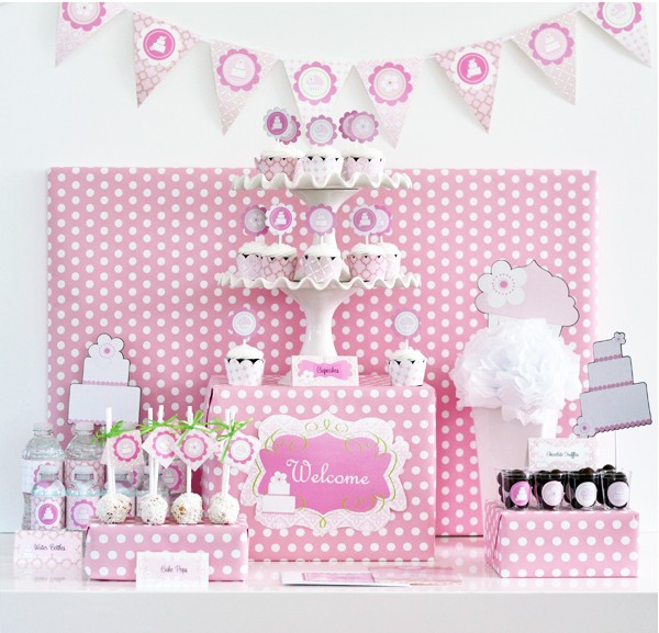 After stumbling across the Pink Cake Party Kit I had to share it ...